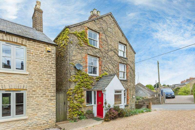 3 Bedrooms Semi Detached House for sale in Alexandra Square, Chipping Norton