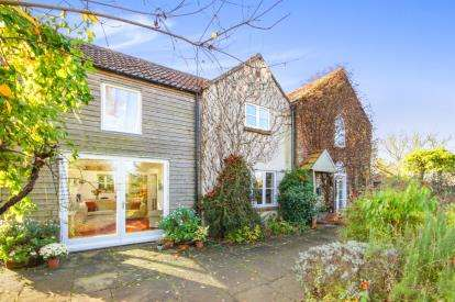 5 Bedrooms Detached House for sale in Bevington, Berkeley, Gloucestershire, England