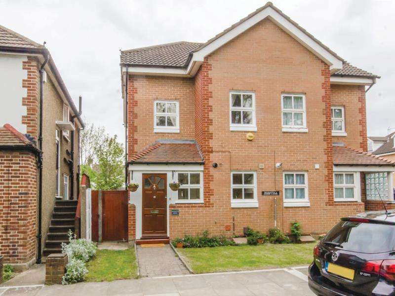 3 Bedrooms Semi Detached House for sale in Hobbs Green, N2