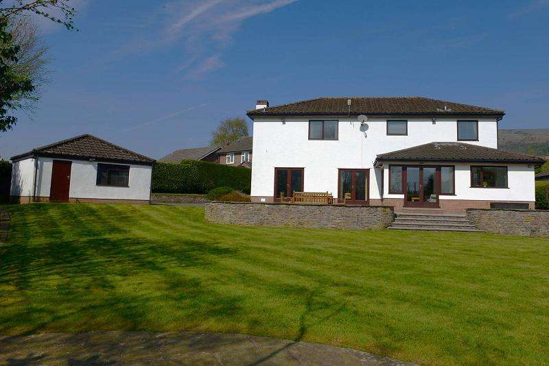 4 Bedrooms Detached House for sale in The Paddocks, Brecon Road, Crickhowell, Powys.