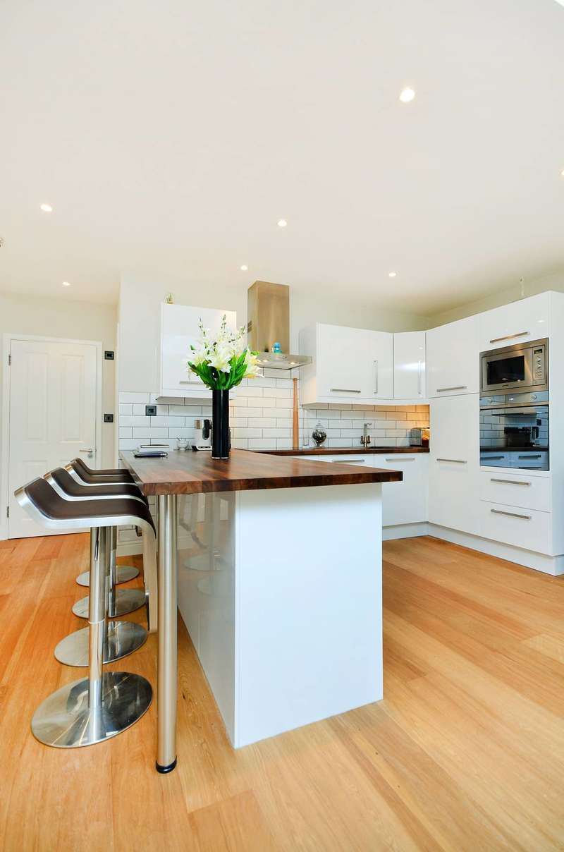 2 Bedrooms Semi Detached House for sale in Balvernie Grove, Southfields, SW18
