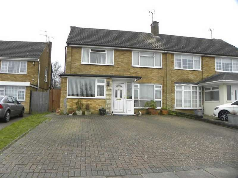 4 Bedrooms Property for sale in St Christophers Close, Dunstable, Bedfordshire, LU5