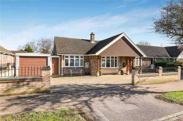 2 Bedrooms Bungalow for sale in Arun Close, Bedford