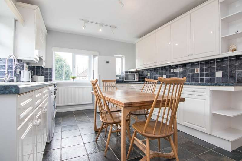 2 Bedrooms Semi Detached Bungalow for sale in Westbourne Road, Penarth