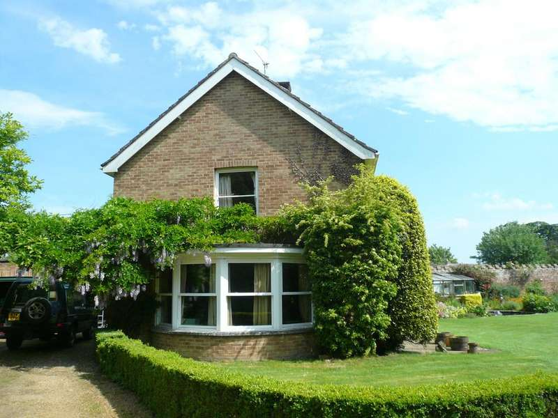 4 Bedrooms Detached House for sale in New Road, North Runcton, Norfolk