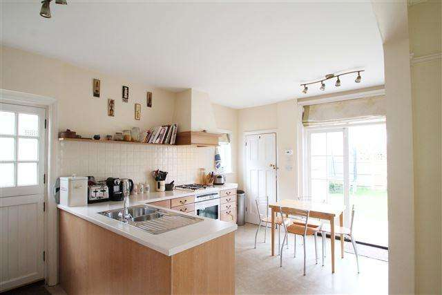 4 Bedrooms Semi Detached House for sale in Park Avenue, Hove