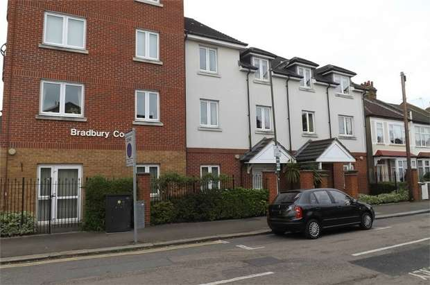 1 Bedroom Flat for sale in Clifton Park Avenue, London