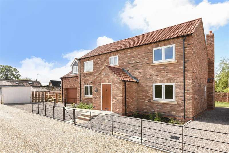 4 Bedrooms Detached House for sale in Chapel Court, Town Street, Hayton, YO42 1RR