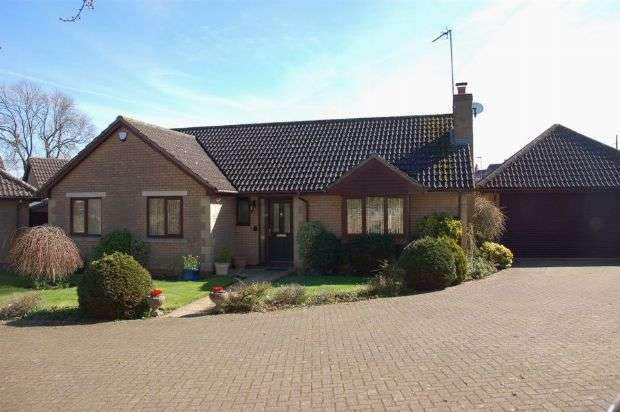 3 Bedrooms Detached Bungalow for sale in Jeyes Close, Moulton, Northampton NN3 7GH