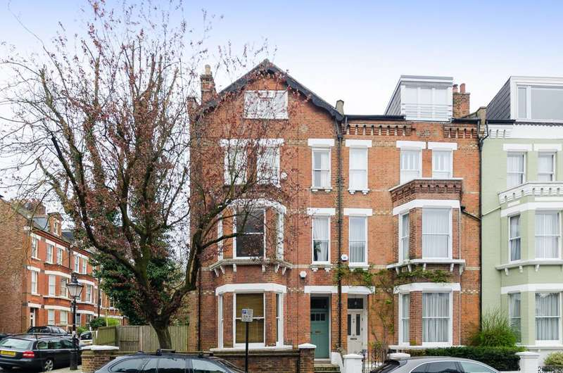 1 Bedroom Flat for sale in Willoughby Road, Hampstead, NW3