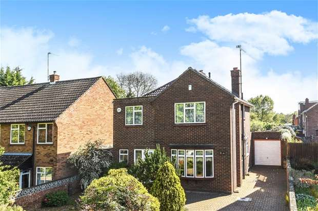 4 Bedrooms Detached House for sale in Northampton Road, Bromham