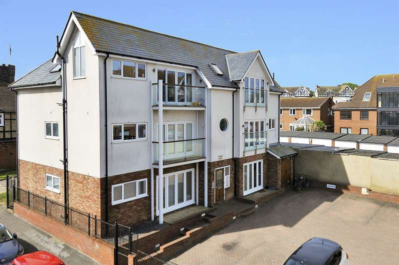 2 Bedrooms Flat for sale in Sussex Gardens, Westgate-On-Sea