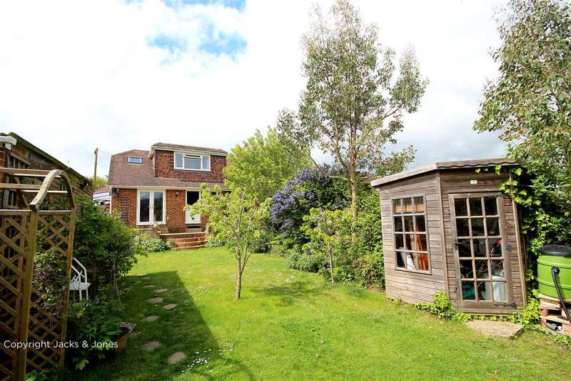 3 Bedrooms Semi Detached House for sale in Parham Road, Findon Valley