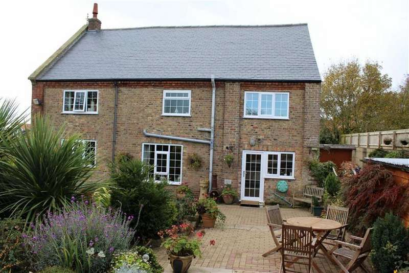 4 Bedrooms Detached House for sale in Temple Lane, Carnaby, East Yorkshire