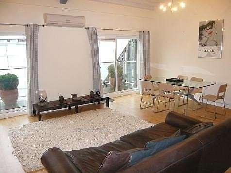 2 Bedrooms Flat for rent in Portland Street, Brighton