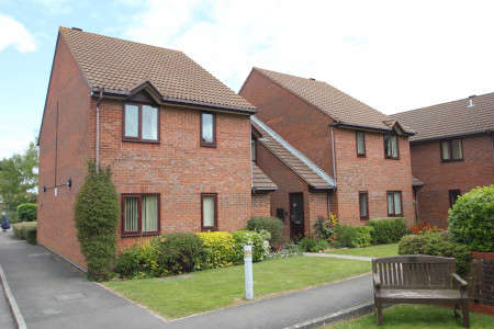 2 Bedrooms Flat for sale in Fallodon Court, Henleaze, Bristol BS9 4HQ