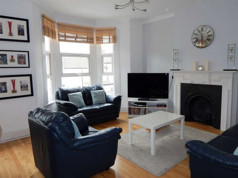 3 Bedrooms Apartment Flat for sale in PINE ROAD, CRICKLEWOOD, London, NW2