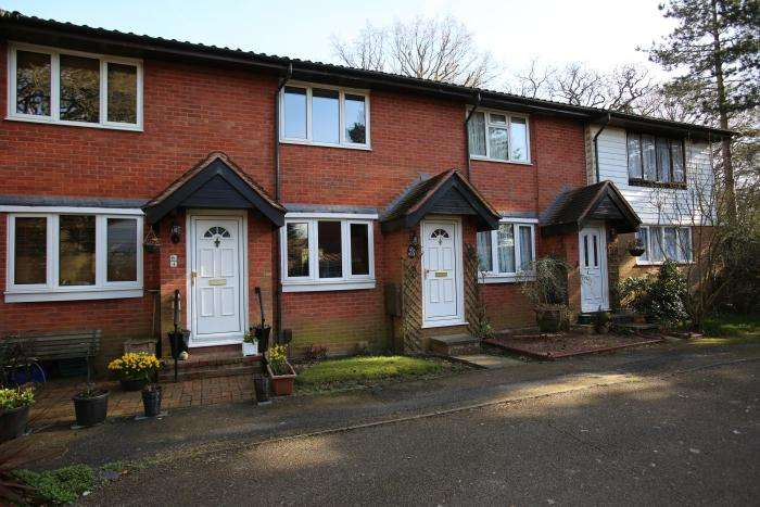 2 Bedrooms Terraced House for sale in GARNON MEAD, COOPERSALE CM16