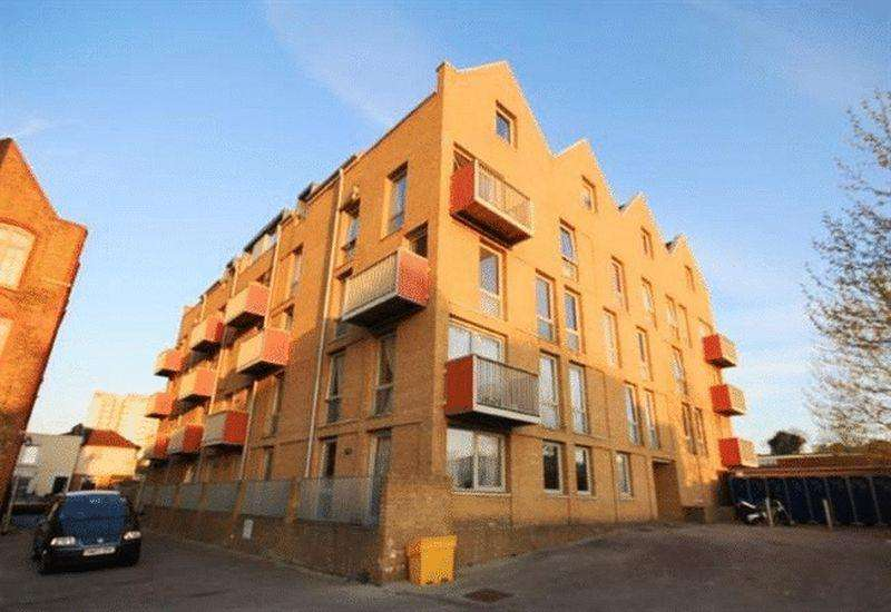 2 Bedrooms Apartment Flat for sale in School House Yard, Bloomfield Road, Woolwich