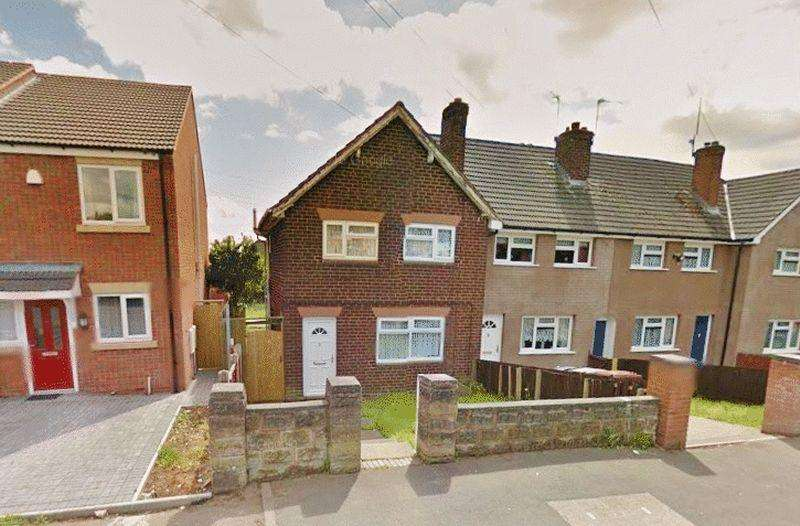 3 Bedrooms Terraced House for sale in King Charles Avenue, Bentley, Walsall
