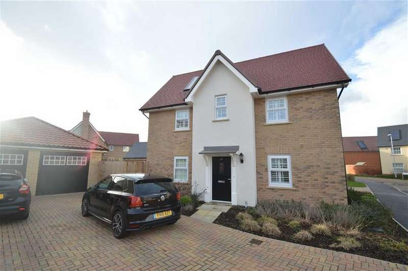 3 Bedrooms Detached House for sale in Christmas Tree Crescent, Hawkwell, Essex