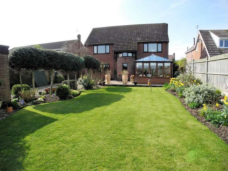 4 Bedrooms Detached House for sale in School Lane, Hales