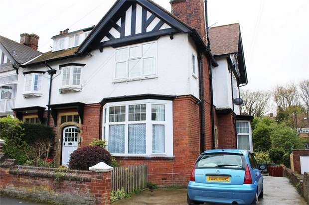 2 Bedrooms Flat for sale in Holbeck Avenue, Scarborough, North Yorkshire