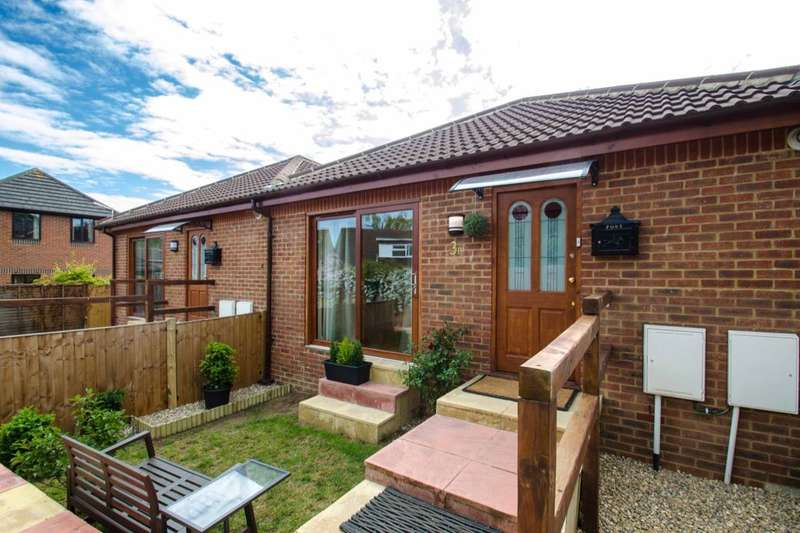 2 Bedrooms Bungalow for sale in Blackhorse Lane, Hitchin, SG4