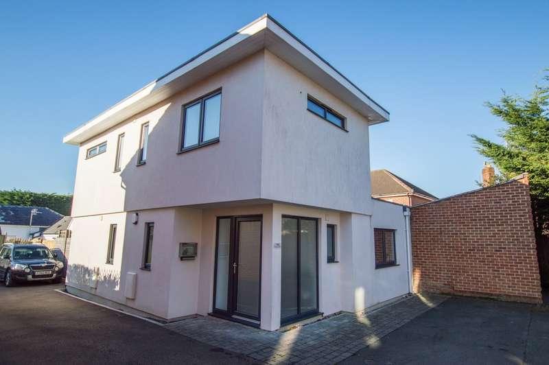 3 Bedrooms Detached House for sale in Prestbury Road, Cheltenham, GL52 2DP