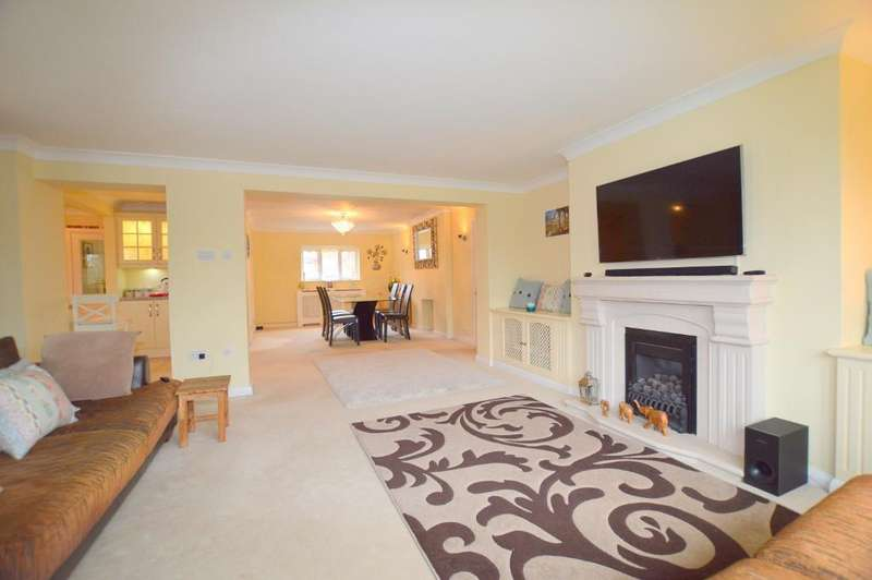 4 Bedrooms Detached House for sale in Bushmead Road, Luton, LU2 7EU