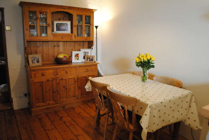 2 Bedrooms Cottage House for sale in East Molesey