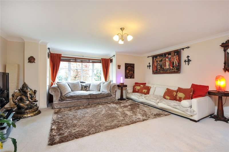 3 Bedrooms Apartment Flat for sale in Preston Court, 4 Fairfield Road, Uxbridge, UB8