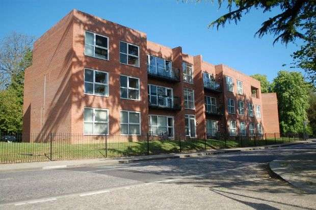 2 Bedrooms Flat for sale in St Georges House, St Crispin Drive, St Crispins, Northampton NN5 4DL