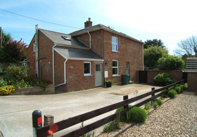 2 Bedrooms House for sale in 15 Yarborough Road, Wroxall, Isle of Wight,