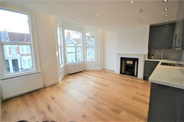 3 Bedrooms Flat for sale in Purves Road, Kensal Rise, London
