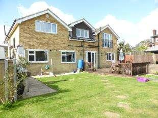 5 Bedrooms Detached House for sale in Queens Road, Littlestone, New Romney, Kent