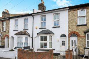 3 Bedrooms Terraced House for sale in Sanderstead Road, South Croydon, .
