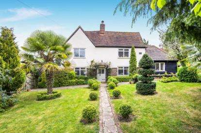 3 Bedrooms Detached House for sale in Epping, Essex