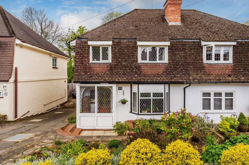 3 Bedrooms Semi Detached House for sale in Gordons Way, Oxted