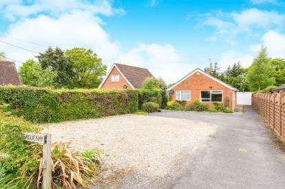 2 Bedrooms Bungalow for sale in Cadnam, Southampton, Hampshire