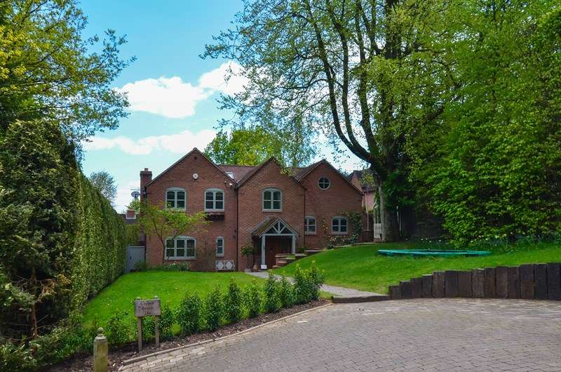 5 Bedrooms Detached House for sale in Cherry Hill Road, Barnt Green, Birmingham
