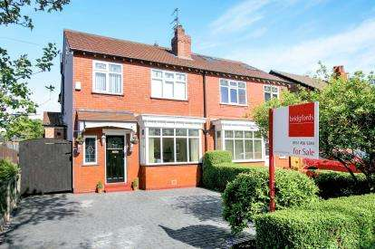 4 Bedrooms Semi Detached House for sale in Glenwood Grove, Woodsmoor, Stockport, Cheshire