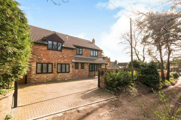 5 Bedrooms Detached House for sale in Whitehill, Bordon, Hampshire