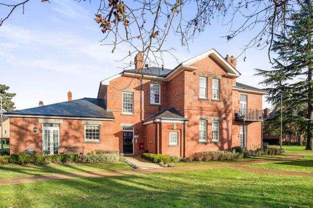 1 Bedroom Flat for sale in Glanville Way, Epsom, Surrey