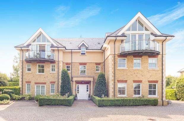 2 Bedrooms Flat for sale in The Furlongs, Esher, Surrey