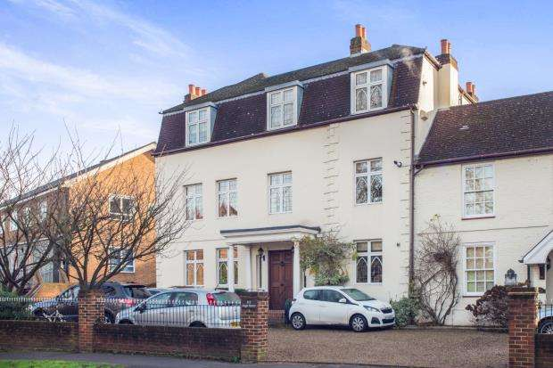2 Bedrooms Flat for sale in 115 High Street, Esher, Surrey