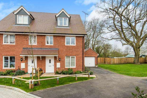 4 Bedrooms Semi Detached House for sale in Tongham, Farnham, Surrey