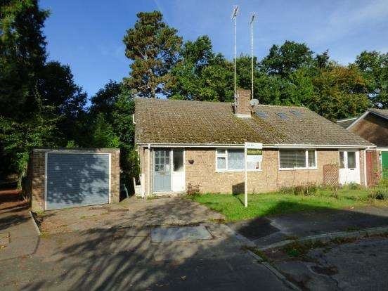 3 Bedrooms Bungalow for sale in Headley, Bordon, Hampshire