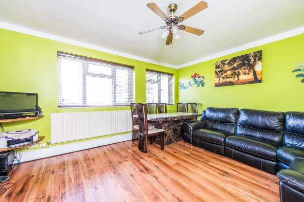 2 Bedrooms Flat for sale in Kingsnympton Park, Kingston Upon Thames, Surrey