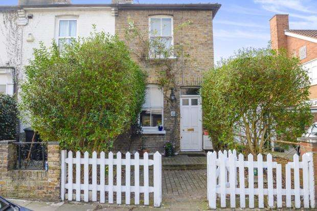 2 Bedrooms End Of Terrace House for sale in Kingston Upon Thames, Surrey, England